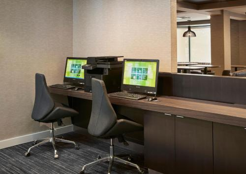 The business area and/or conference room at Courtyard by Marriott Detroit Pontiac/Auburn Hills