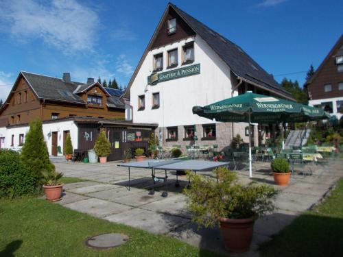 Ein Patio oder anderer Außenbereich in der Unterkunft Gaststätte und Pension Skiklause