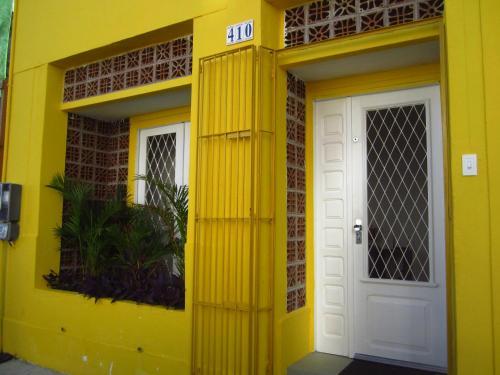 The facade or entrance of A Ponte Pousada e Hostel
