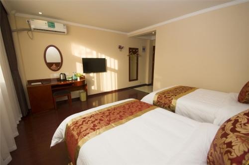 A bed or beds in a room at GreenTree Alliance AnHui ChuZhou QuanJiao JiangHai New City Plaza Hotel