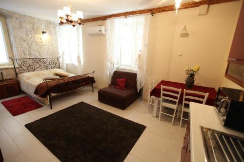 A seating area at Tragurium & Salona Apartments