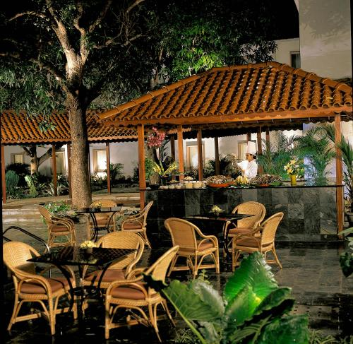 A restaurant or other place to eat at Trident Cochin