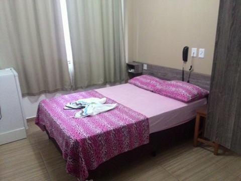 Um quarto em Hotel Sarandi