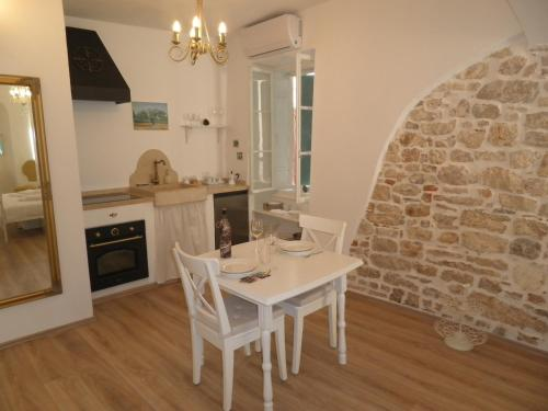 A kitchen or kitchenette at CasaProva