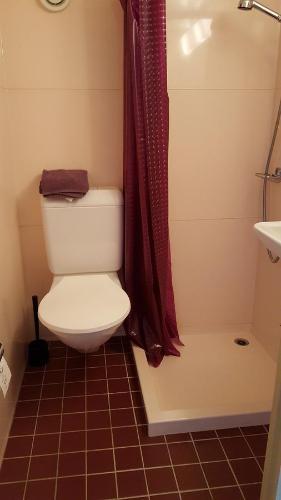 Ein Badezimmer in der Unterkunft Gästehaus Krone