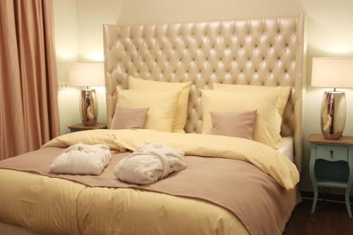 Ein Bett oder Betten in einem Zimmer der Unterkunft Mr.& Mrs. President