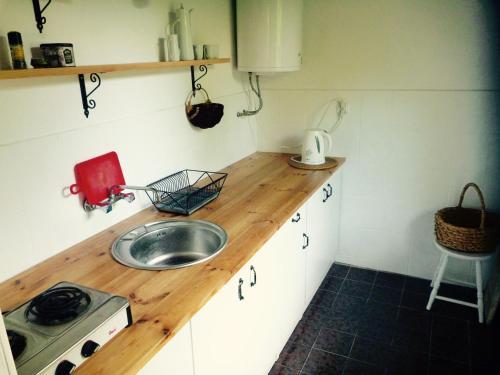 Kuchnia lub aneks kuchenny w obiekcie Dom letniskowy w Borach Tucholskich