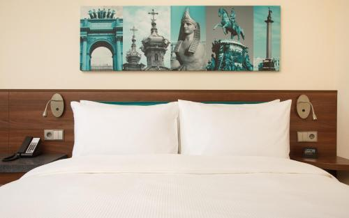 A bed or beds in a room at Hampton by Hilton Saint-Petersburg ExpoForum