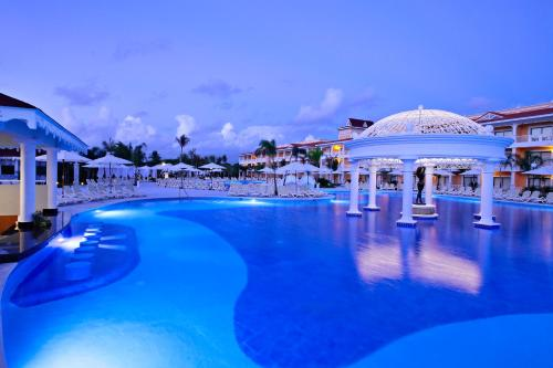 The swimming pool at or close to Bahia Principe Grand Aquamarine - All Inclusive