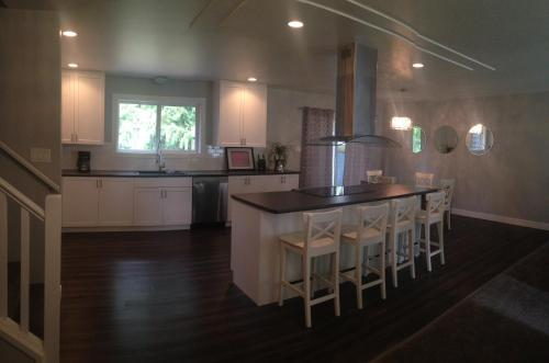 A kitchen or kitchenette at River Rock Guesthouse
