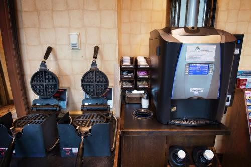 Coffee and tea-making facilities at Sunset Inn and Suites