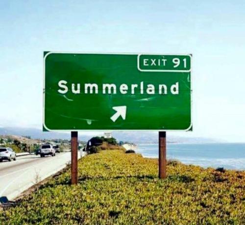 Un certificat, premiu, logo sau alt document afișat la Valy Summerland Apartments