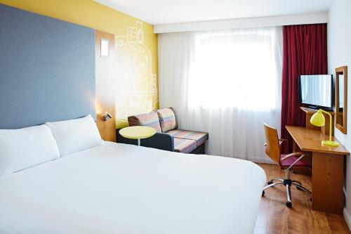 A bed or beds in a room at ibis Styles Crewe