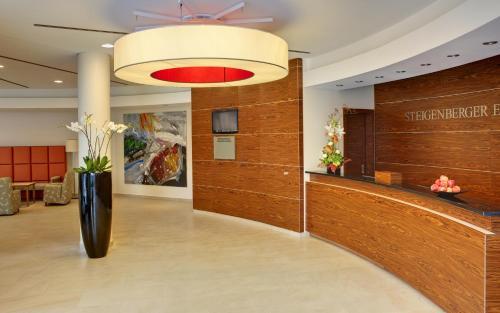The lobby or reception area at Steigenberger Esplanade Jena
