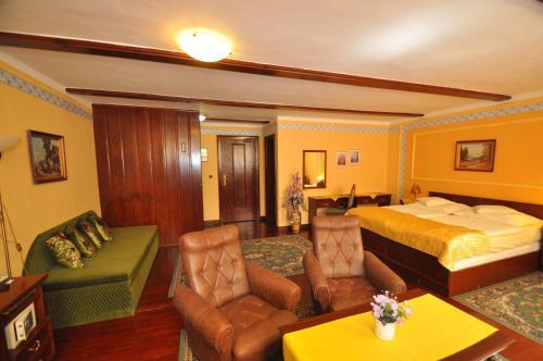 Lounge alebo bar v ubytovaní Hotel Barbakan