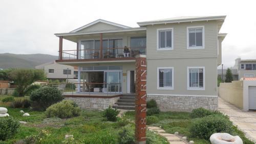 A garden outside 138 Marine Beachfront Guesthouse