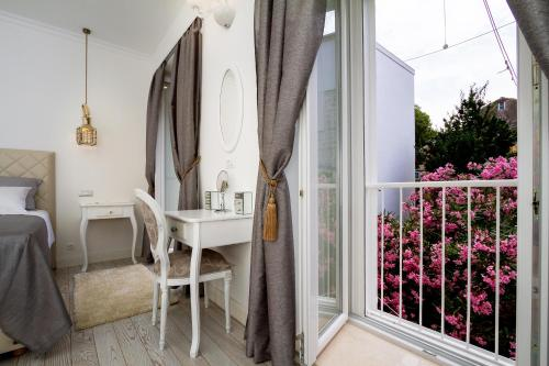 A balcony or terrace at Old Town Rooms Deluxe Suite