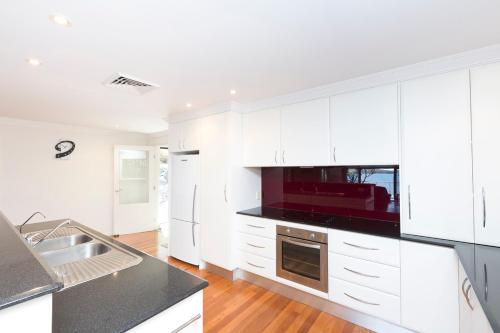 A kitchen or kitchenette at Brae Villa