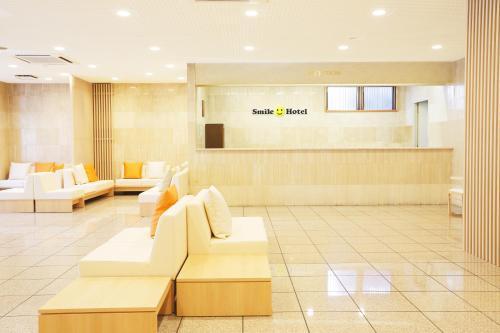 The lobby or reception area at Smile Hotel Sugamo