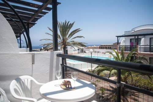 Un balcón o terraza de Sea View Apartment Amaya 1
