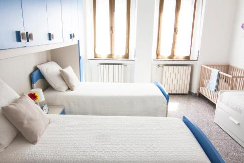 A bed or beds in a room at Cozy and Peaceful Brand New Flat