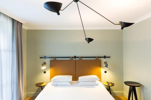 Un ou plusieurs lits dans un hébergement de l'établissement Hôtel Silky by HappyCulture