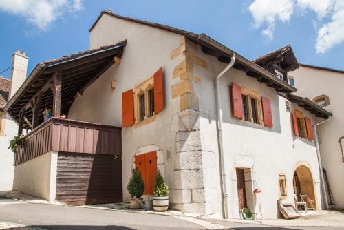 Eine Fassade oder ein Eingang zu Hôtel Les Vieux Toits