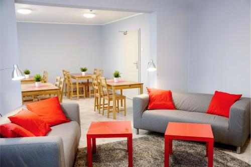 Posedenie v ubytovaní NH Hostel