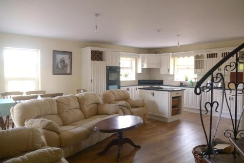 The lounge or bar area at The Gate Lodge Cannaway House