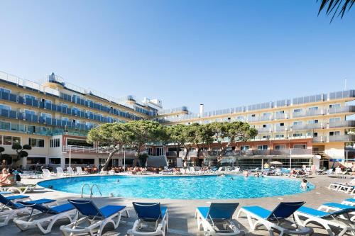 The swimming pool at or near Hotel Best Cap Salou