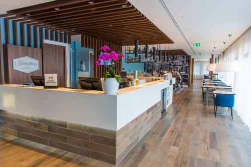 The lounge or bar area at Hampton by Hilton Amsterdam Centre East