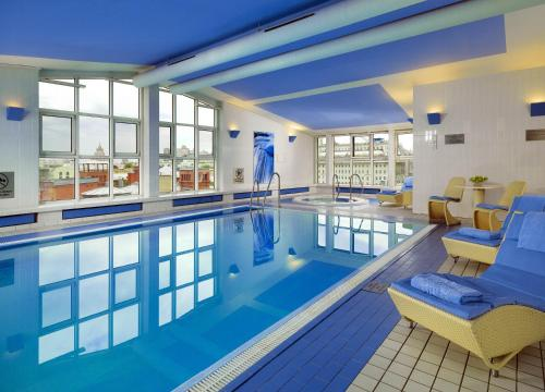 The swimming pool at or near Hotel National, a Luxury Collection Hotel in Moscow