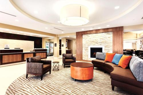 The lounge or bar area at Homewood Suites Atlanta Airport North