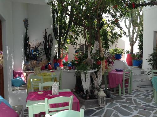 A restaurant or other place to eat at Arian Hotel