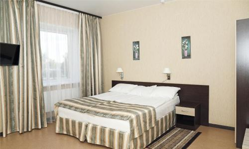 A bed or beds in a room at Hotel Kasimov