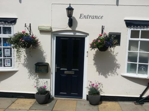 The facade or entrance of Guesthouse At Rempstone