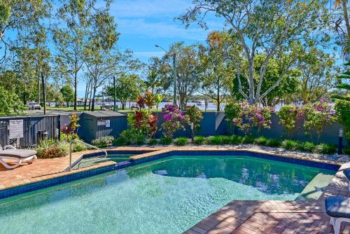 The swimming pool at or near Como Noosa