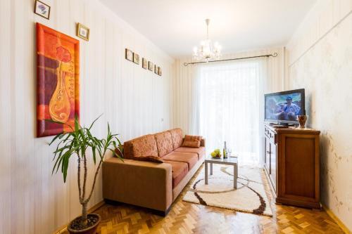 A seating area at Molnar Apartments Kiselyova 10
