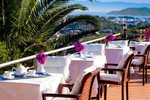En restaurang eller annat matställe på Vigles Sea View, Philian Hotels and Resorts