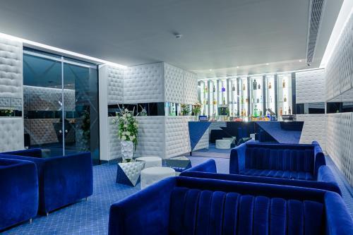 The lounge or bar area at Hotel Cristal Porto