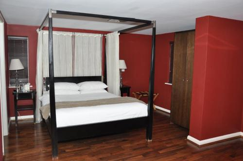 A bed or beds in a room at Savoro Restaurant With Rooms