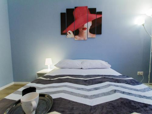 Кровать или кровати в номере Apartment VyDoma 2-Ya Kvesisskaya 15