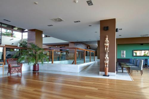 The lounge or bar area at Precise Resort El Rompido-The Hotel