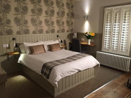A bed or beds in a room at Irvine Bay
