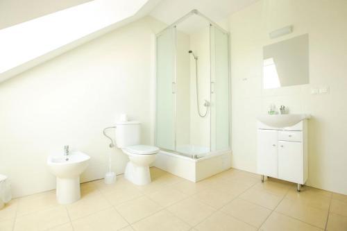 A bathroom at Ośrodek Szkoleniowy Za Lasem