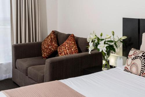 A seating area at Oaks Ipswich Aspire Suites