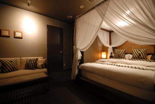 A bed or beds in a room at AROMA GARU (Adult Only)