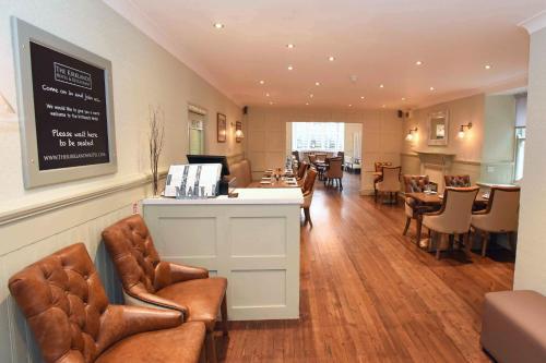 The lounge or bar area at Kirklands Hotel