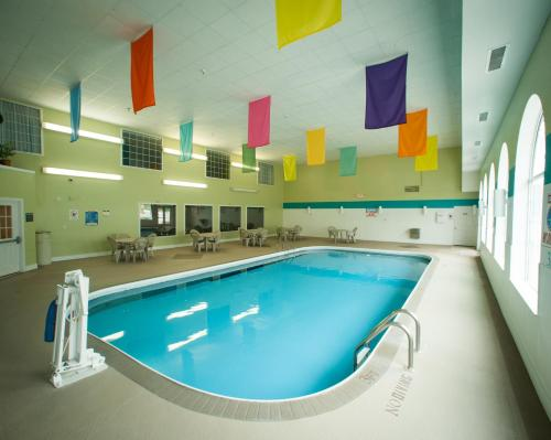 The swimming pool at or near Northfield Inn Suites and Conference Center