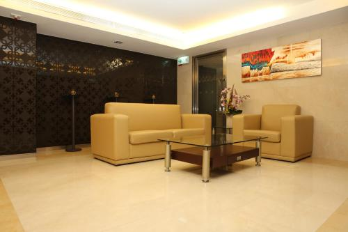 The lounge or bar area at 218 Apartment